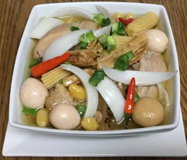 Gà hầm,trứng cúc,bạch quả,tàu hủ kỳ,nấm,bắp non.